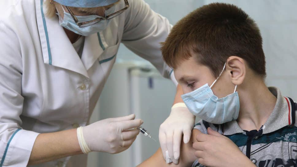 Насколько безопасно прививать от коронавируса детей и подростков