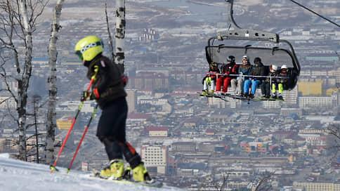 Туристы повисли в неопределенности // Почему россияне не торопятся покупать путевки на новогодние каникулы