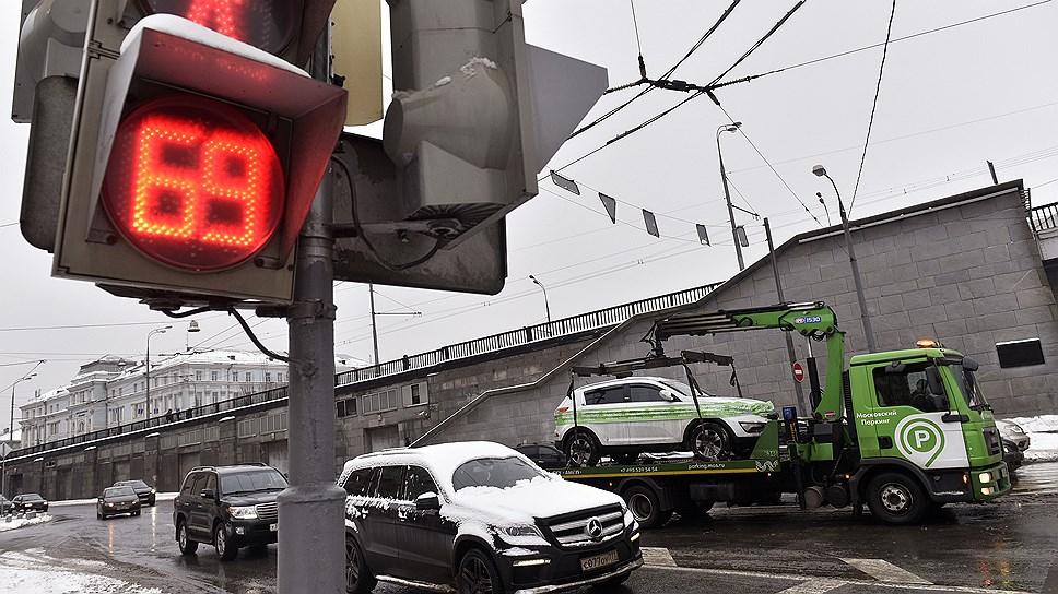 Депутаты не увидели стоп-линий / Они предлагают не штрафовать водителей за их ненамеренное пересечение