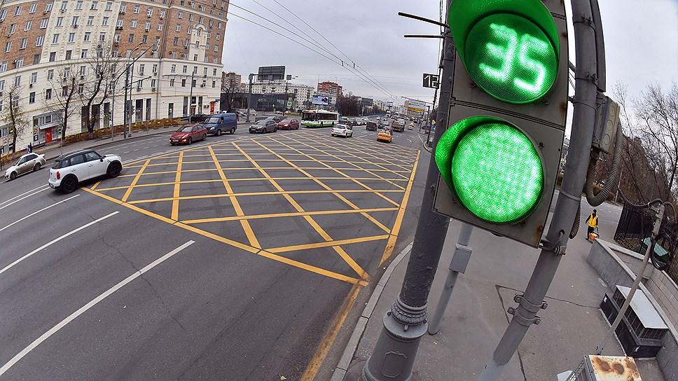 Транспортные потоки пустят по волне / В Челябинске приняли комплексную схему организации дорожного движения