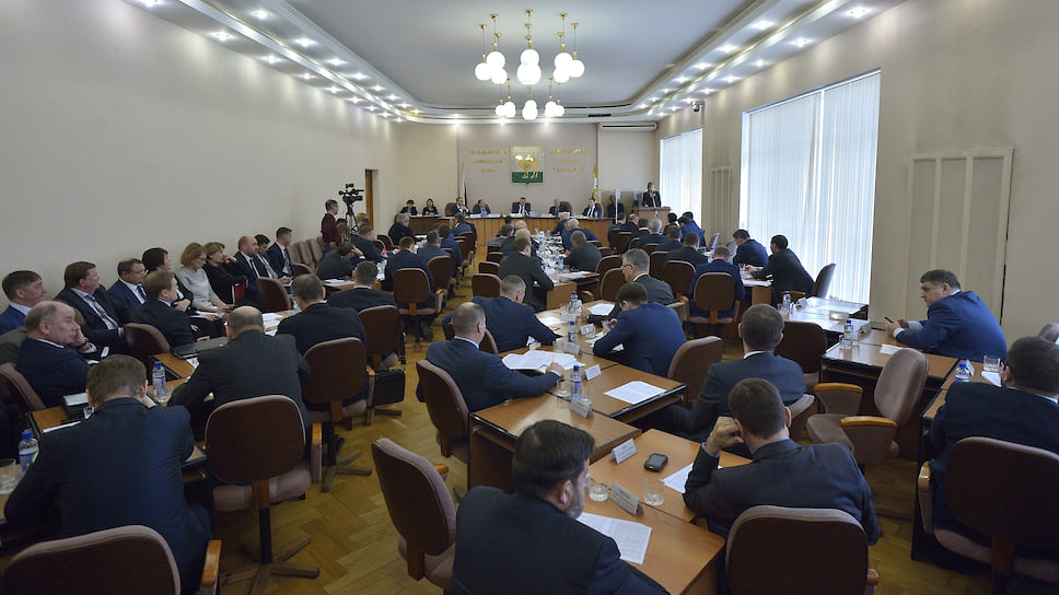 Гордума станет более «справедливой» / «Единая Россия» оставит СР большинство «оппозиционных» мандатов