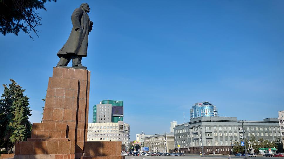 Ленин в деле / Некачественным ремонтом памятника на площади Революции заинтересовалось следствие
