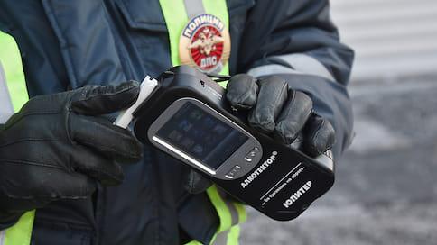 Пьяных водителей пристегивают к нарам  / За вождение в нетрезвом виде предлагают арестовывать на 15 суток