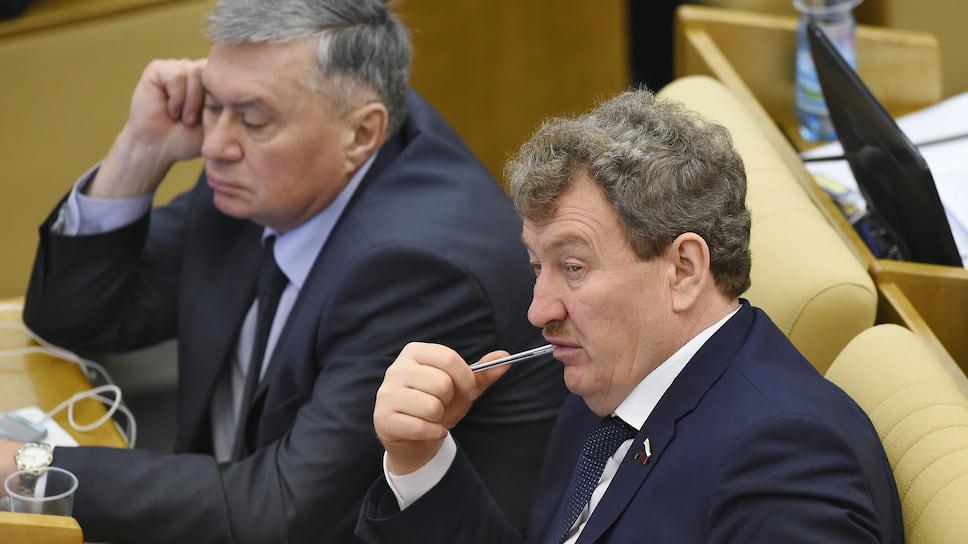 Вопрос о запрете ремонта Анатолий Литовченко (справа) намерен поднять не только в заксобрании, но и в Госдуме
