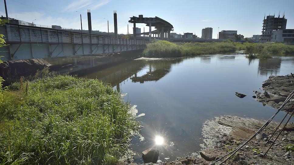Стоки перетекли в апелляцию / ЧМК обжалует решение суда о взыскании 142,6 млн рублей ущерба реке Миасс