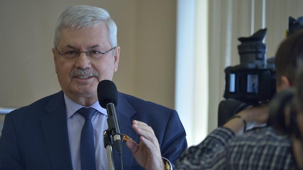 Созыв наполовину новый / В Челябинской области вручили мандаты депутатам регионального парламента