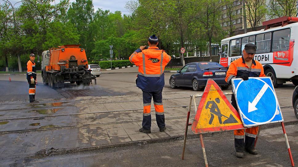 Дорожникам включат красный свет / В Челябинске подрядчика внесут в черный список из-за срыва сроков ремонта улиц