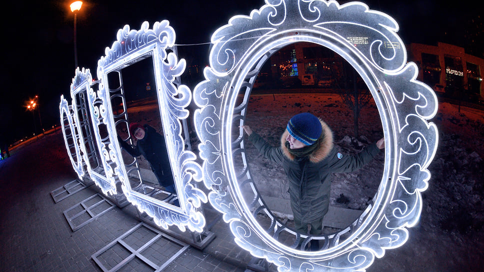 Жалоба от фонаря / УФАС приостановило торги на обслуживание иллюминации в Челябинске за 100 млн рублей