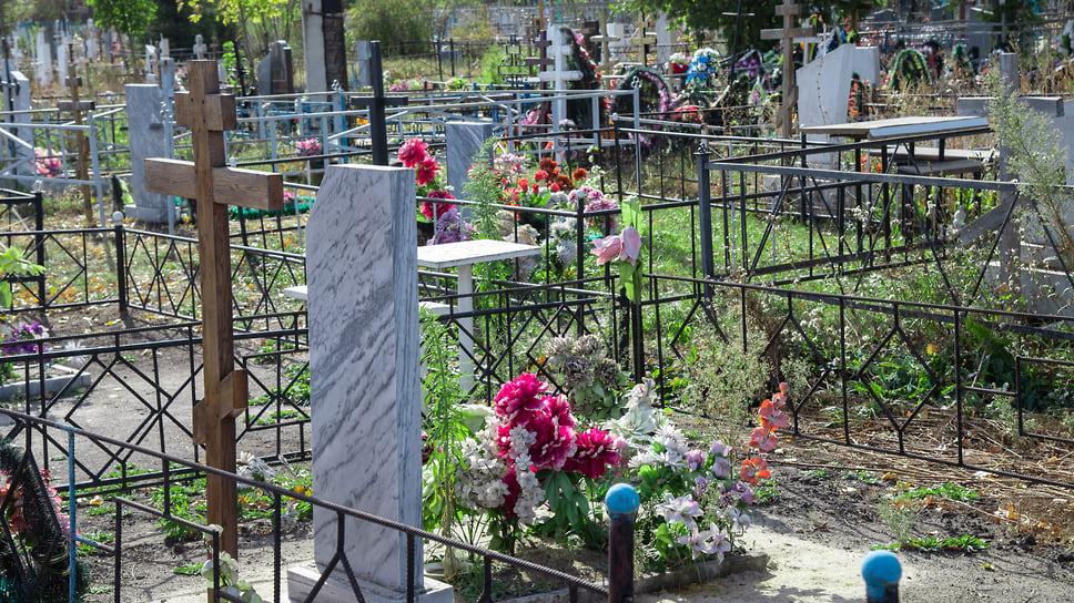Мертвецам здесь не место / В Челябинске суд запретил новые захоронения на Митрофановском кладбище