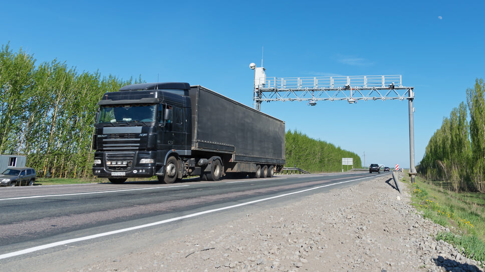 Водители заявляют о массовом получении штрафов в 150 тыс. руб. после проезда «рамок» весогабаритного контроля