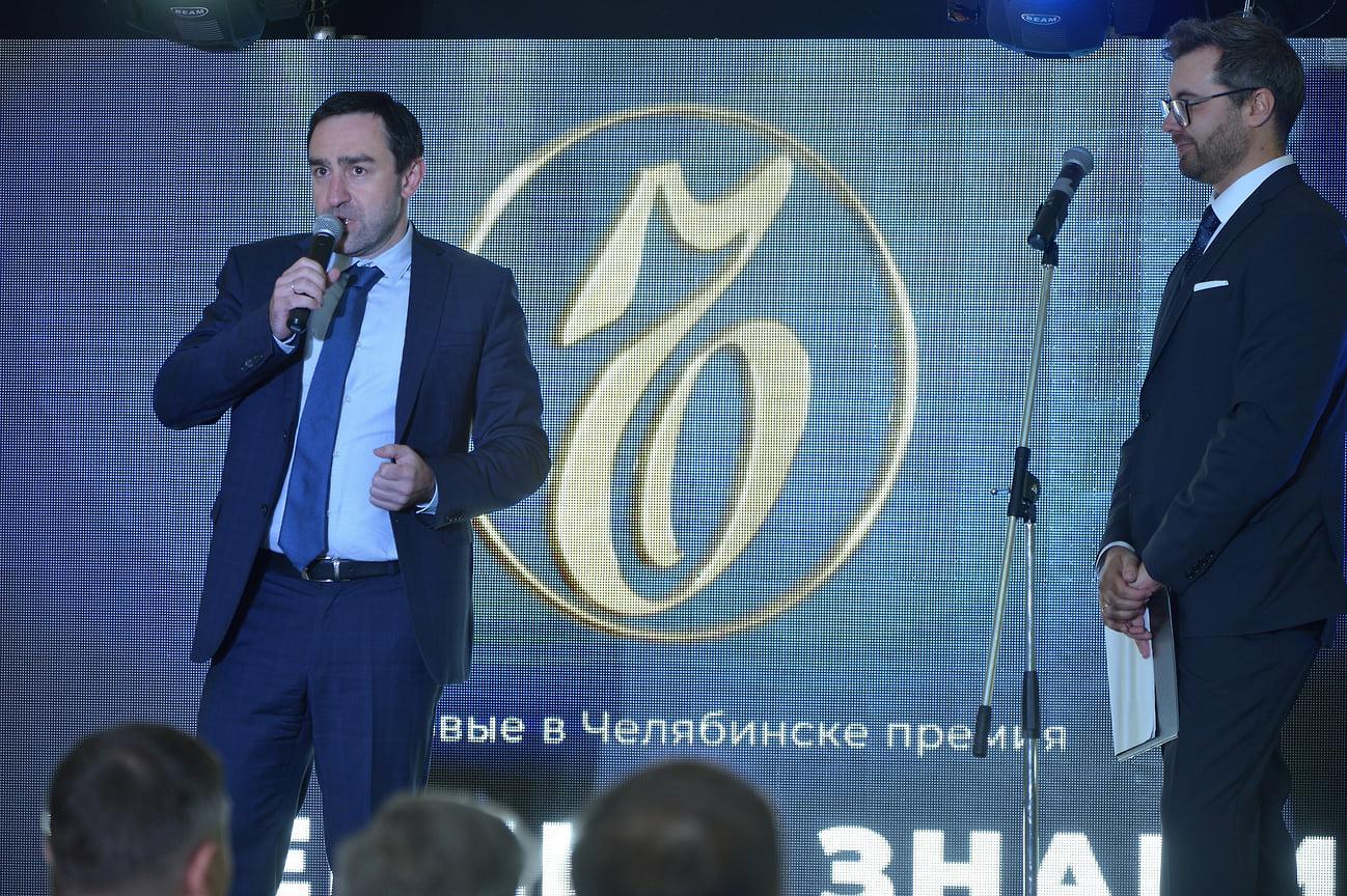 Победительницу в номинации «Женщина у руля» наградил управляющий компании «Макфа» Антон Белоусов