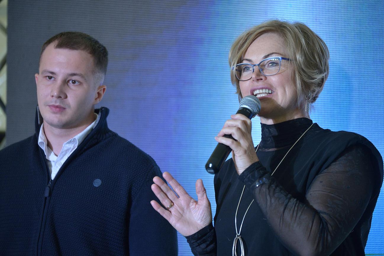 О социальных проектах также рассказала представитель одного из номинантов - директор по соцполитике ЧЭМК Наталья Челякова