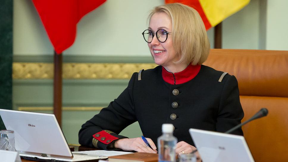 «Люди уже ждут массовой вакцинации, чтобы снять с себя риски» / Первый вице-губернатор Ирина Гехт о борьбе с COVID-19 в Челябинской области