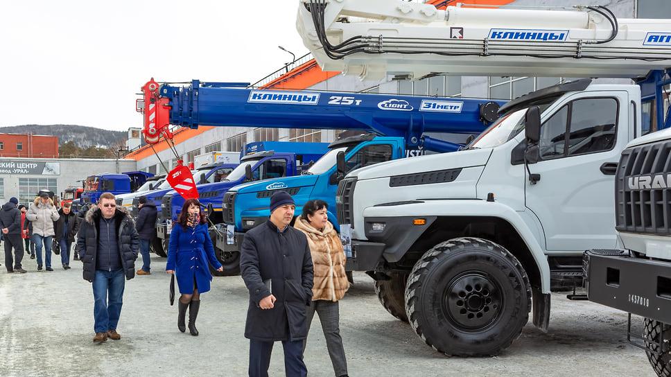 Выставка автомобилей, в которой совместно с АЗ «УРАЛ» представили технику заводы спецтехники, расположенные  в Миассе