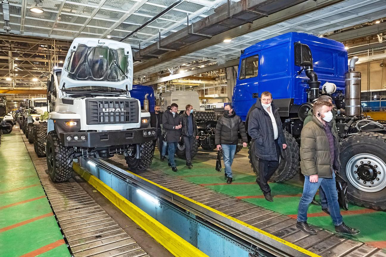 Посещение главного конвейера автозавода стало одним из самых интересных событий первого дня съезда партнеров, гости предприятия отметили высокий уровень организации производства