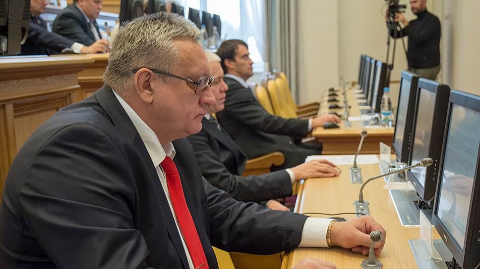 Виктор Валеев при рассмотрении вопроса о лишении  его мандата не присутствовал