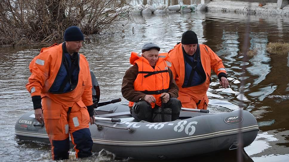 Урал принял воду / В регионах УрФО борются с последствием паводка