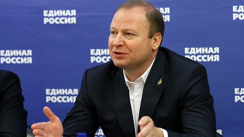 Вице-спикер заксобрания Виктор Шептий предложил лишить зарплат половину депутатов