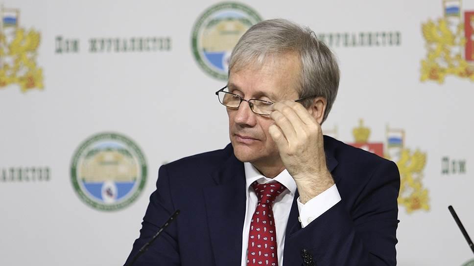 Губернатору указали на ошибки / Свердловская прокуратура оспаривает временный регламент областного правительства