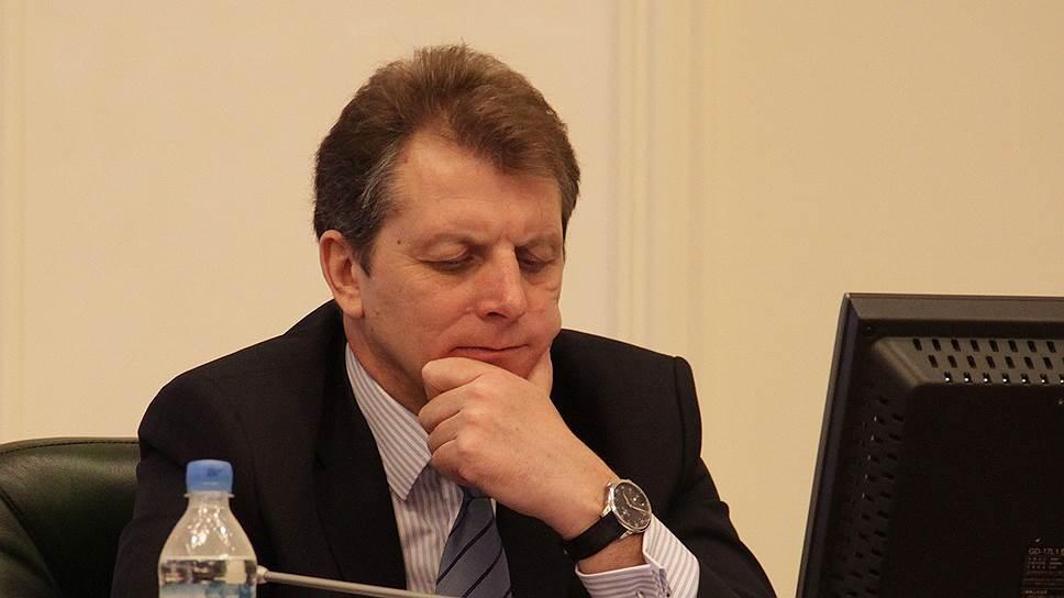 Председатель совета директоров «Корпорации развития» Виктор Гузь не согласен с выводами экспертизы по строительство моста через реку Надым (ЯНАО)