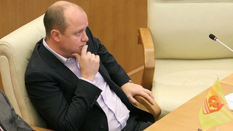 Без Александра Буркова опустела касса партии / В свердловской «Справедливой России» жалуются на невыплаты зарплат