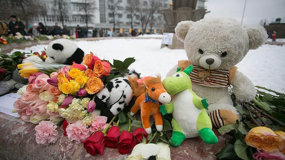 Свердловская область разделила национальную скорбь / В регионе отменяются развлекательные мероприятия