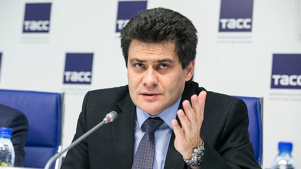 Будущие зарплаты чиновников Екатеринбурга направят в школы / Гордума передумала повышать зарплату мэра и его подчиненных