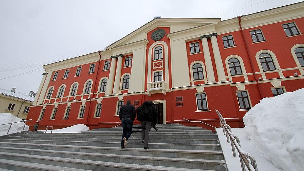 Мэра подвела монополия / В закрытом Новоуральске произойдет смена главы города