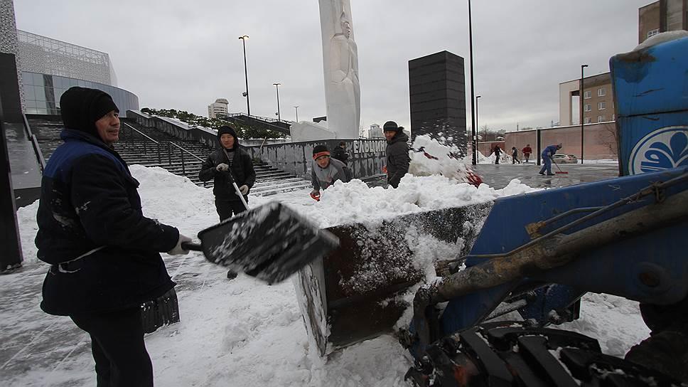 Мэр оттаял / Анонсированные увольнения из-за уборки снега в Екатеринбурге не состоялись