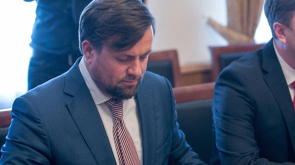 Александр Карамышев утверждает, что не обогатился из-за отпуска