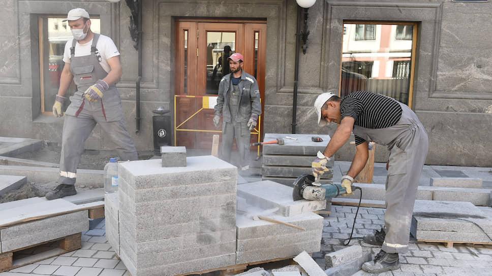 «К нам уже в понедельник придут с проверкой прокуроры» / Как реконструкция тротуаров и скверов в Екатеринбурге обернулась скандалом