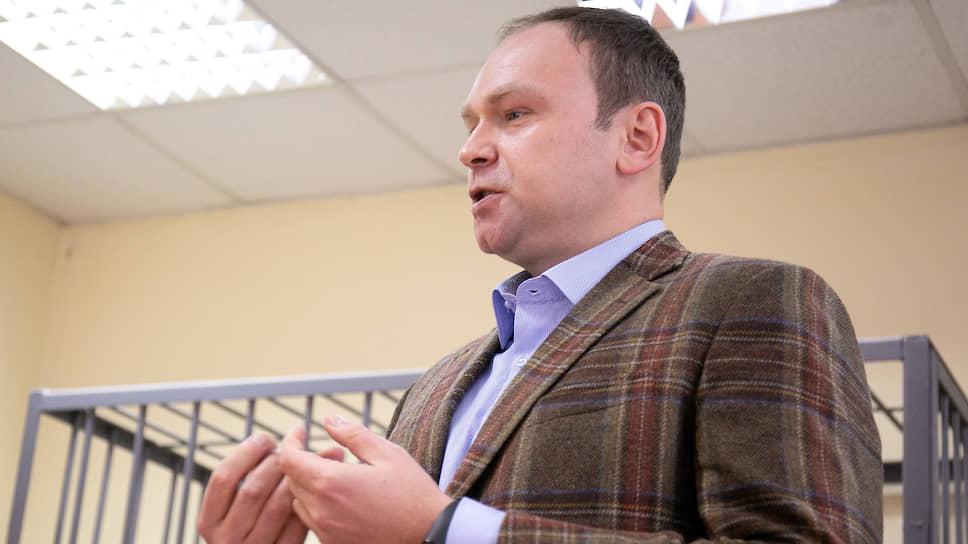 «Я — мелкий хулиган?» / Политолог Федор Крашенинников оштрафован за оскорбление судей