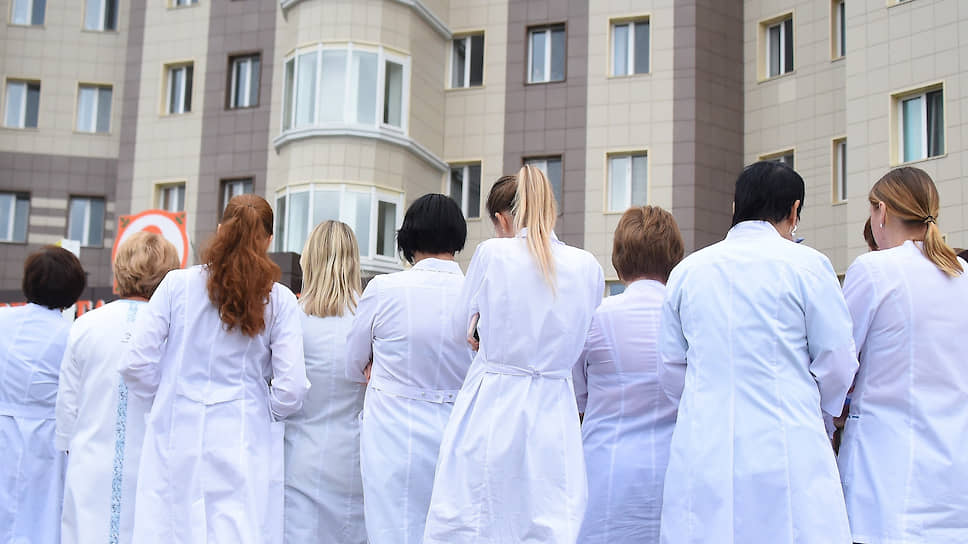 Письма губернатору дошли до министра / Глава свердловского минздрава обсудил с врачами ОДКБ низкий уровень зарплат