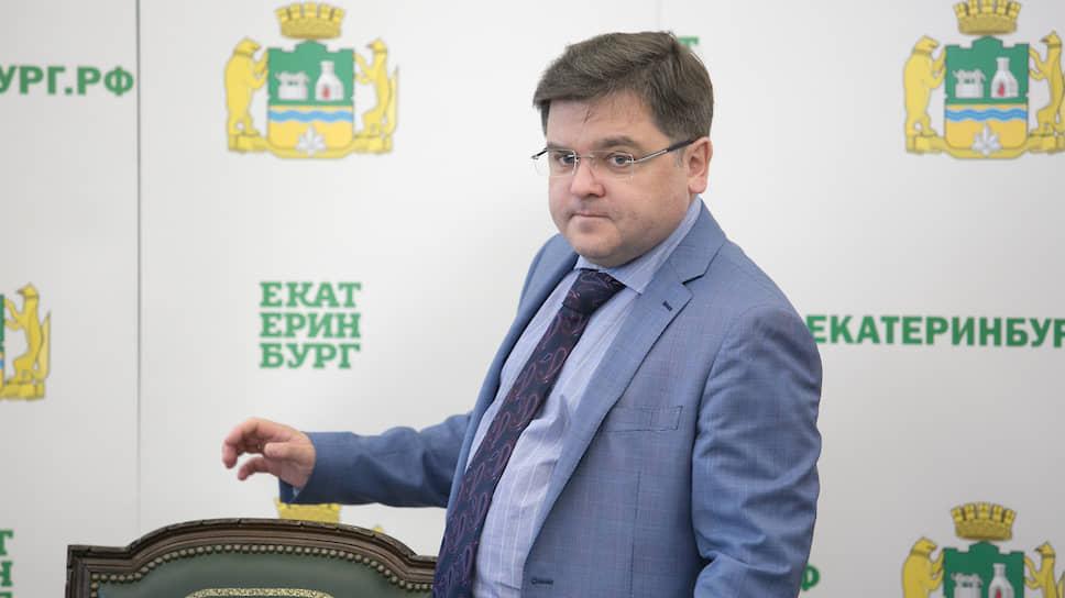 «Каждые два года сменять главу — непозволительная роскошь» / Дума Екатеринбурга подготовила положение об отчете мэра