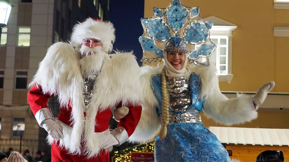 Праздник пришел в торговые центры / Жители Екатеринбурга начали активную подготовку к Новому году