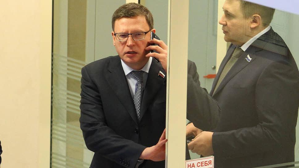 Депутат Андрей Жуковский (справа) переехал в Омск вслед за Александром Бурковым (слева)