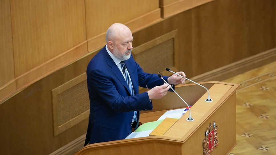 Депутат Госдумы Павел Крашенинников пояснил свердловским коллегам, что изменение Конституции — возможность подкорректировать правовую систему не с помощью гильотины