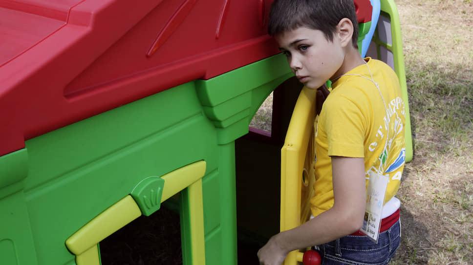 Каникулы закрытого режима / Родителям хотят запретить навещать детей в летних лагерях Екатеринбурга