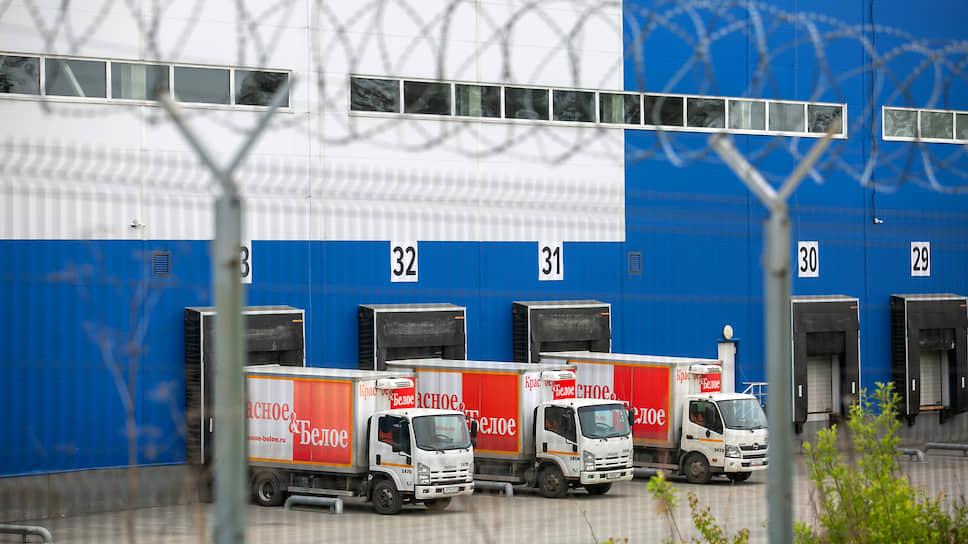 «Красное и белое» залили в суд / Роспотребнадзор требует закрыть склад сети алкомаркетов в Екатеринбурге