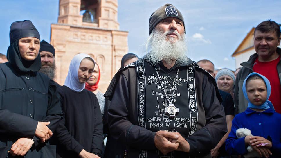 «Мужчины, захватившие женский монастырь, выглядят комично» / Клирикам Среднеуральского женского монастыря запретили проводить богослужения