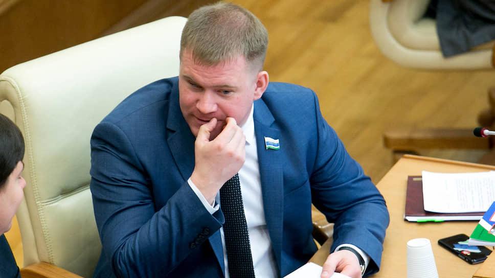Двое в лодке, не считая ружья / Депутат Александр Коркин стал обвиняемым за смерть по неосторожности