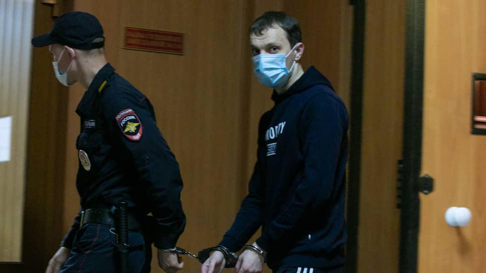 Экстремизм в картинках / На Урале на семь лет осудили организатора сообщества в соцсети