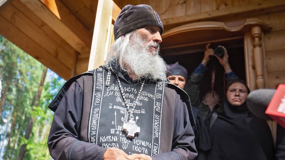 Отца Сергия превращают в Николая Романова / Духовник Среднеуральского монастыря отлучен от Церкви