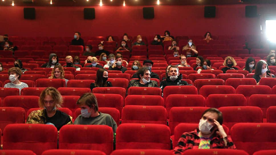 Зрителей привлек «Довод» / Как кинотеатры Екатеринбурга вышли из карантина