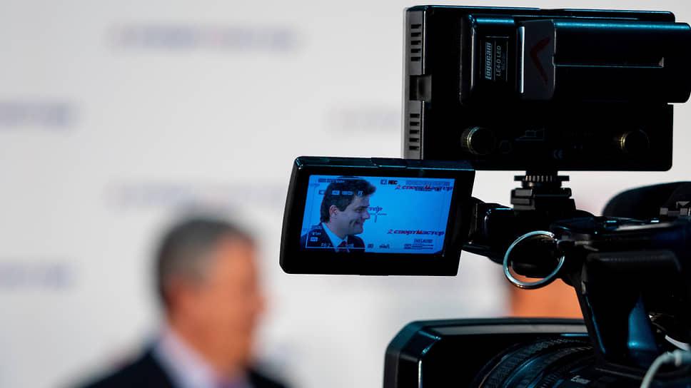 Дума приглушает мэрию / Депутаты Екатеринбурга потребовали сократить ее расходы на СМИ на 384 млн рублей