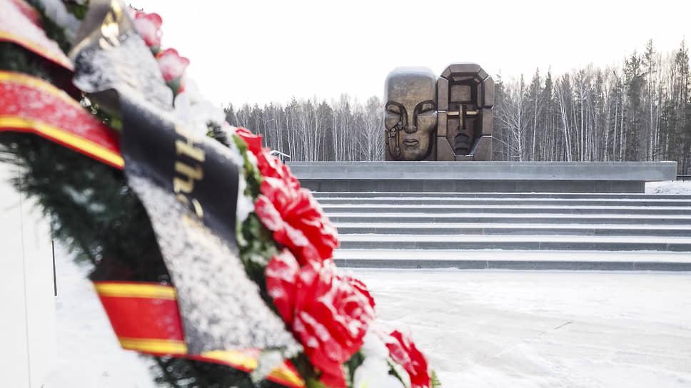 Похоронный процесс / Под Екатеринбургом обнаружили массовые захоронения жертв политических репрессий