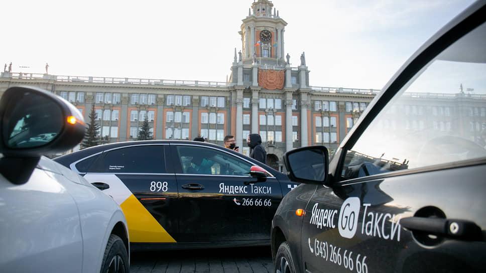Экраны наводят тень на таксистов / Водители не готовы выполнить указ губернатора об установке защиты в салоне