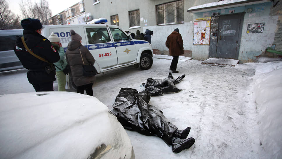 Следствие охватил пожар / В Екатеринбурге расследуют причины гибели в огне восьми человек