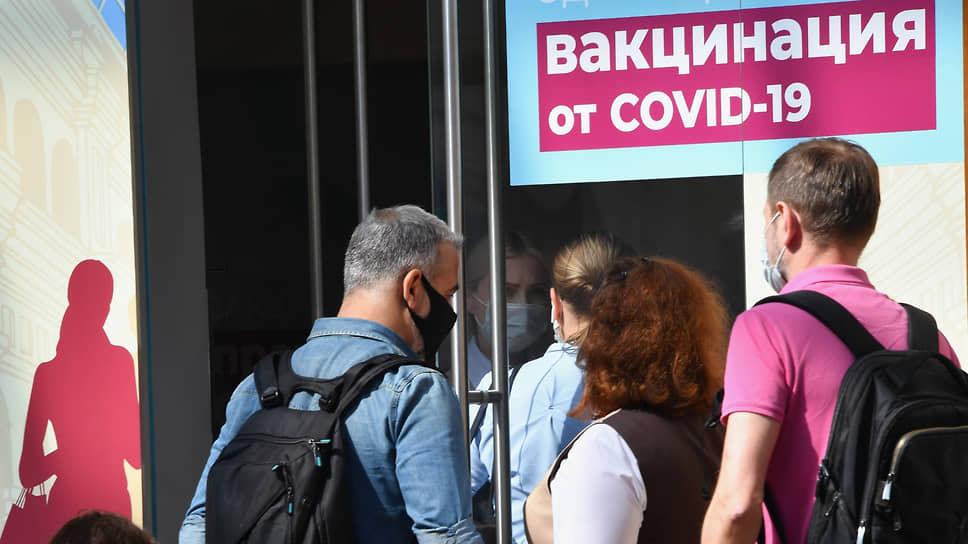 Уральцы готовы стоять в очередях, чтобы получить прививку от COVID-19