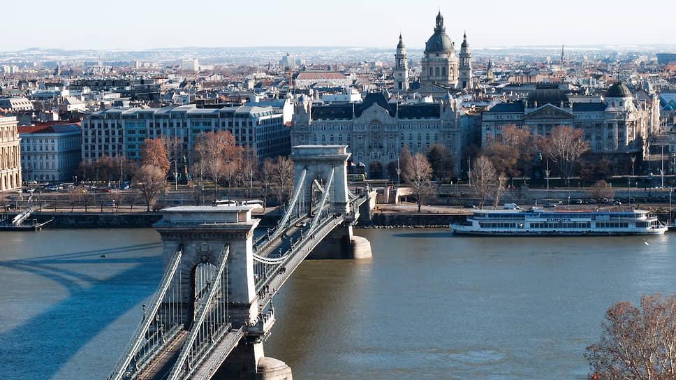 Уральцам проложили мост в Будапешт / Из Екатеринбурга запустили авиарейс в столицу Венгрии